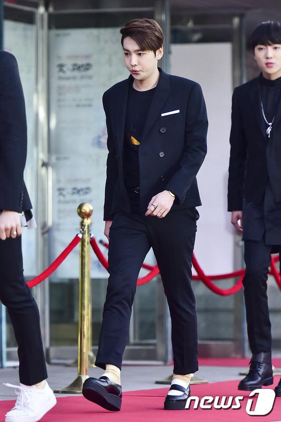 위너 김진우, '긴장 가득한 표정'