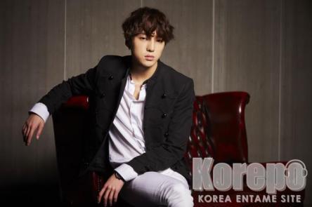 WINNER_sofa_KANG-SEUNG-YOON